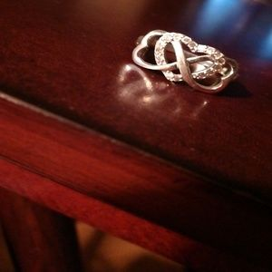Jewelry - A silver infinity sign ring w/ a sparkly heart